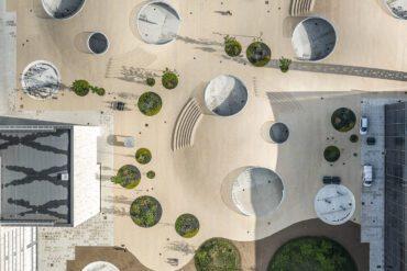 Karen Blixens Plads af Cobe har bl.a. vundet klimaprisen til Building Awards 2020. 20.000m2 med klima og biodiversitet.