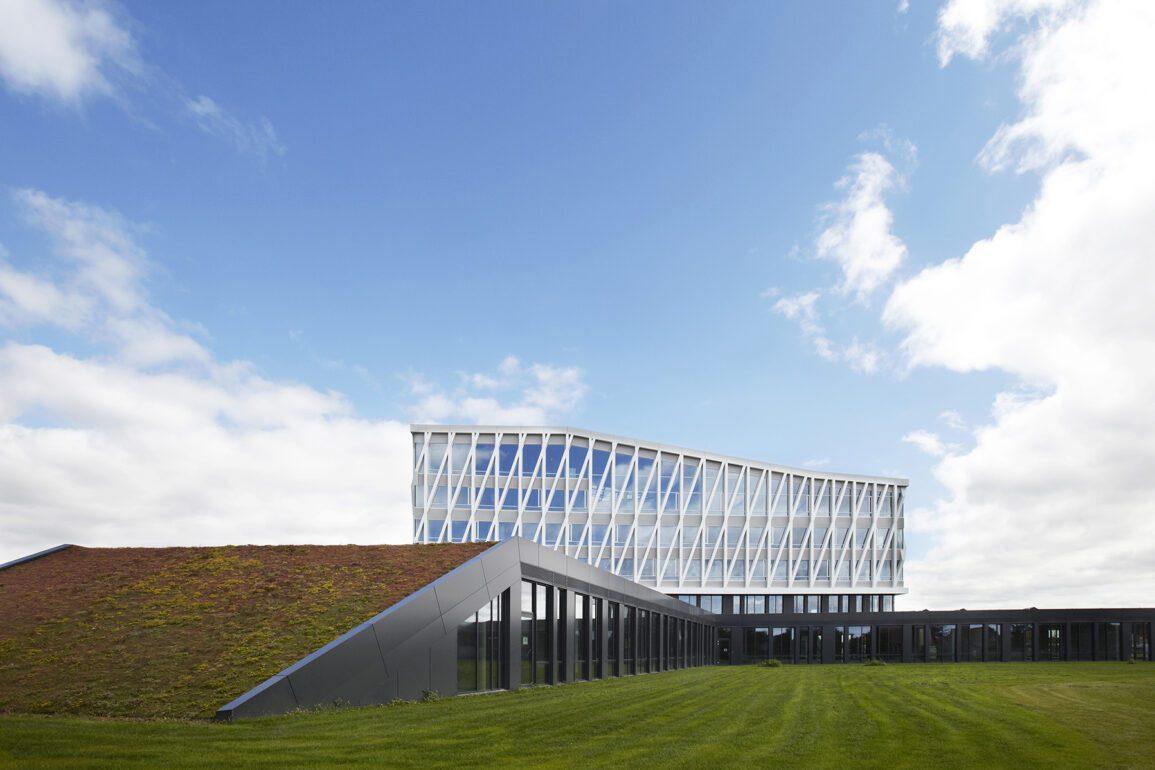 Det nye rådhus i Viborg af Henning Larsen er designet med både indbyggerne og miljøet i tankerne, mod en mere bæredygtig bevidsthed.
