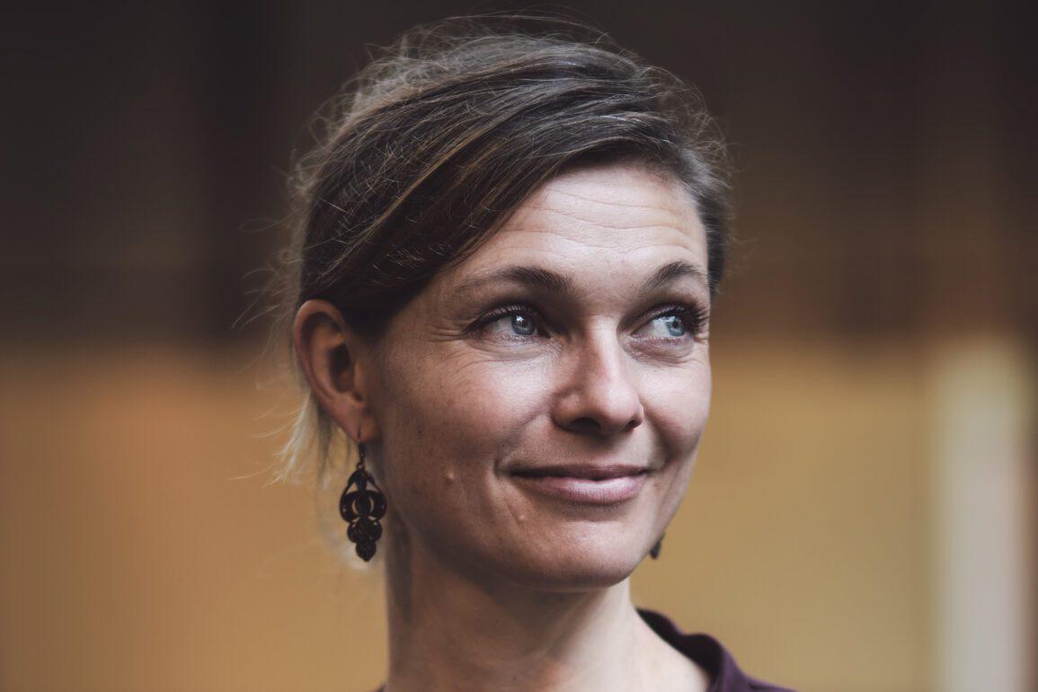 I forbindelse med udgivelsen af magasinet PLATFORM i december 2020 lavede Building Green en Q&A med Dagmar Øye om træbyggeri, som du kan læse her.